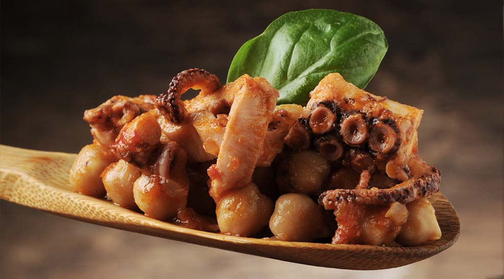 Potaje de garbanzos con pulpo